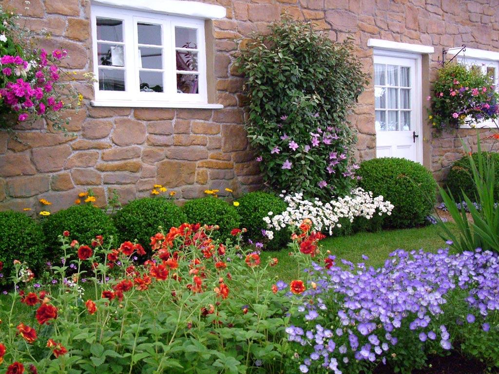 cottage-garden-flowerbeds